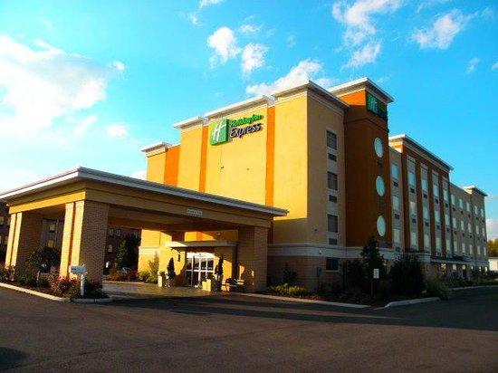 Holiday Inn Express Toledo North: otside