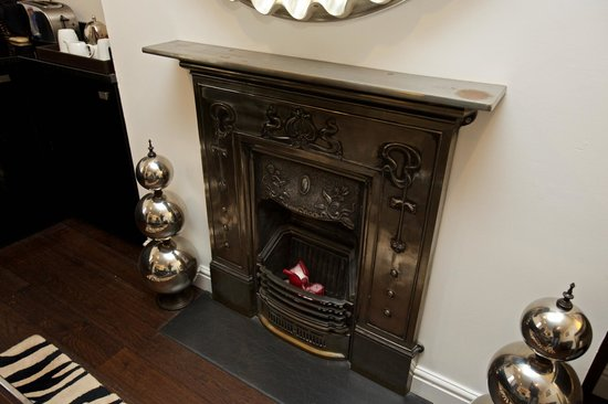 Strozzi Palace Boutique Suites by Mansley: Fireplace
