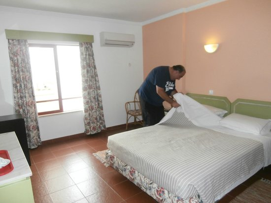 BEST WESTERN Hotel Dom Bernardo : A typical room (very comfortable bed and great air conditioning)