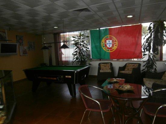 BEST WESTERN Hotel Dom Bernardo: Communal area /bar/ TV /Pool table
