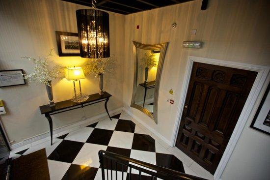 Strozzi Palace Boutique Hotel Suites: Entrance Hall