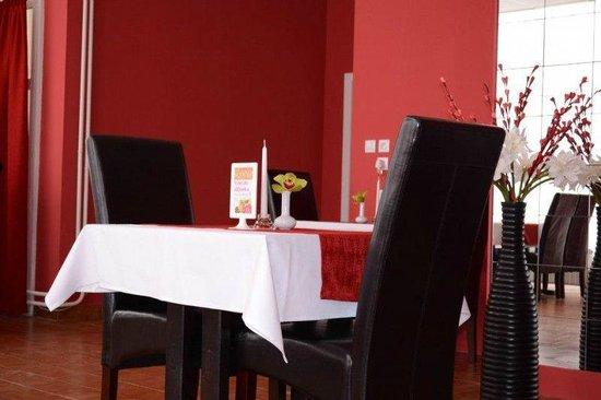 Hotel Lucia: Dining restaurant