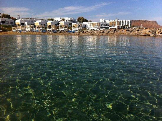 Knossos Beach Bungalows & Suites : белые беседки - закреплены за обитателями сьютов