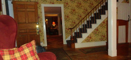 The Dorset Inn Restaurant : one of the lobbies leading into a parlour, sitting room, bar, restaurant and breakfast room