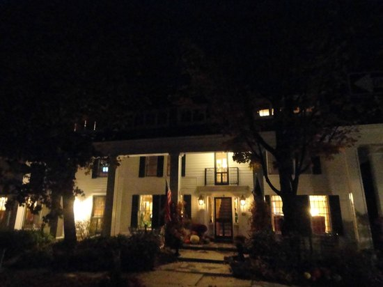 The Dorset Inn Restaurant : The outside
