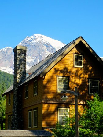 National Park Inn at Mount Rainier: A cozy, old-fashioned Inn with lots of history!