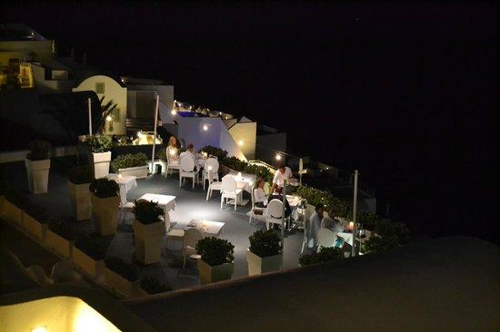 Astra Suites: εστιατοριο