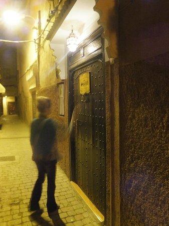 Riad Mazaya: Porta di ingresso del riad.