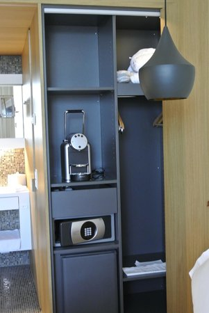 B2 Boutique Hotel + Spa: inbuilt coffee maker
