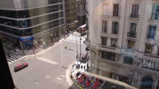 Atlas Tower Hotel: vista desde Hab 706 se ve Av Callao