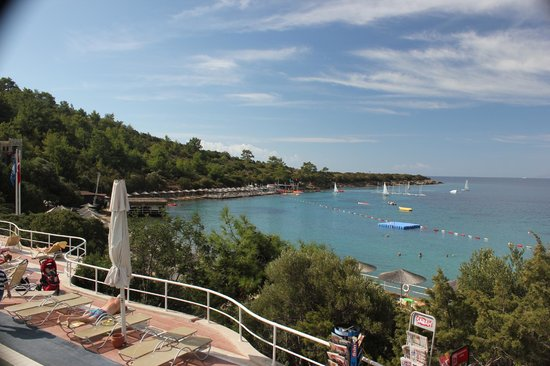 Hapimag Resort Sea Garden: View of beach from pool area