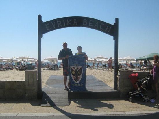DIT Evrika Beach Club Hotel: Entrance to the clean beach