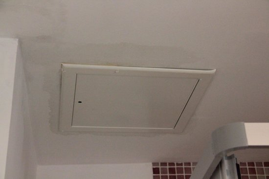 Puding Marina Residence: Leaking Bathroom Ceiling