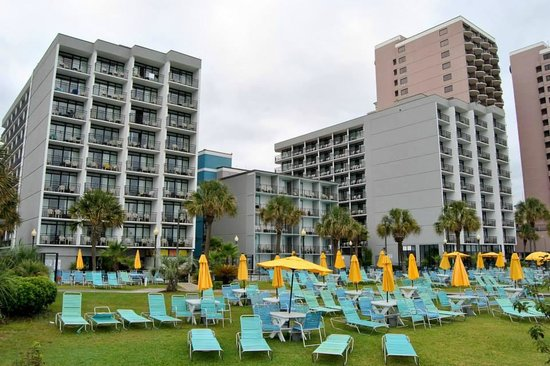 Dayton House Resort: Lawn and Buildings