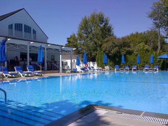 Inn at Perry Cabin by Belmond: Horizon-edge pool and pool bar