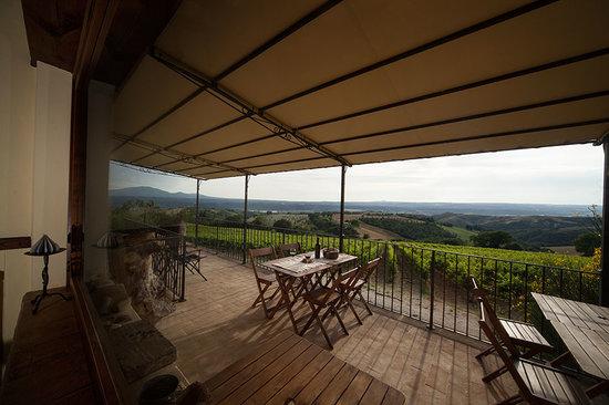 Trenta Querce : veduta dalla veranda dove in estate si fa colazione