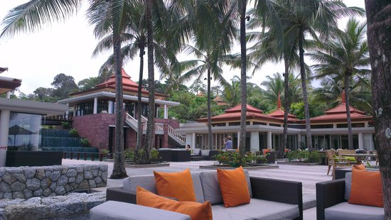Trisara Phuket: Restaurant and deck
