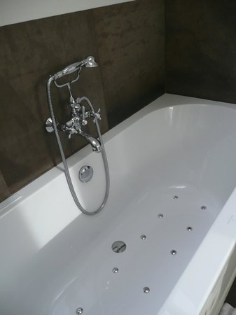 baignoire jacuzzi peignoirs photo de hotel prinsenhof. Black Bedroom Furniture Sets. Home Design Ideas