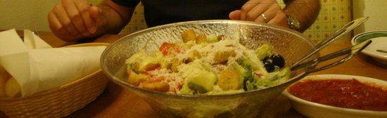 Olive Garden : Salad & Garlic Dough Sticks