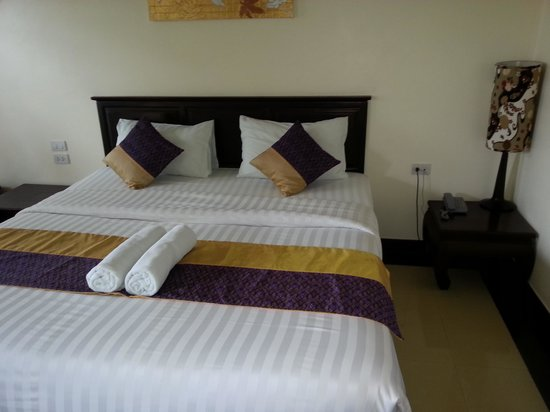 Baan Andaman Hotel Bed & Breakfast: Our bed