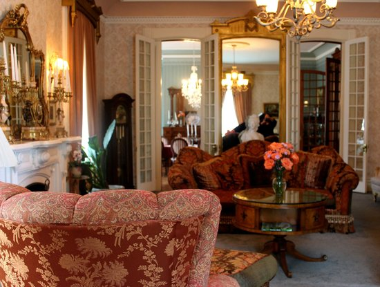 Batcheller Mansion Inn: Parlour
