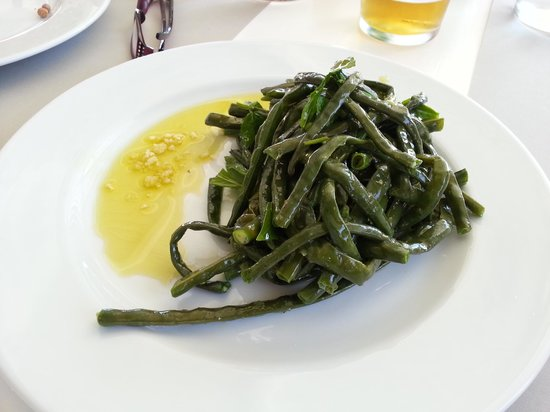 Taverna La Luna : local string beans with olive oil and garlic