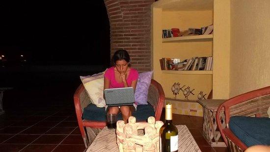 Hotel La Posada: Family área with wireless access