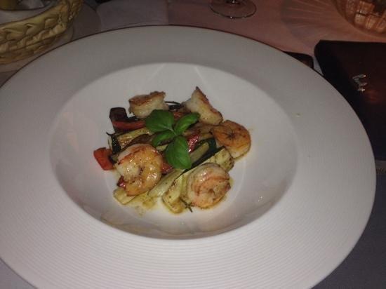 La Maddalena Restaurant: Tiger Prawns in garlic with grilled veg - Appetiser