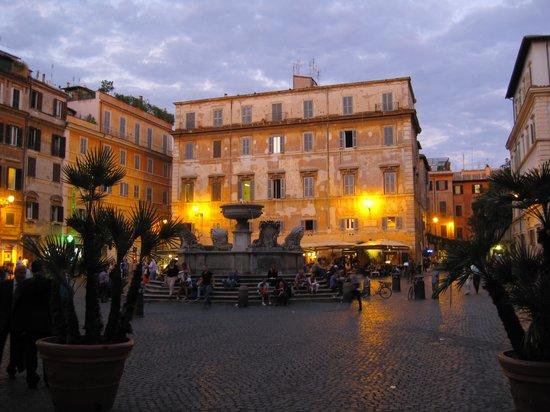 Trustevertastes : Piazza Sta Maria in Trastevere. In the background the studio.