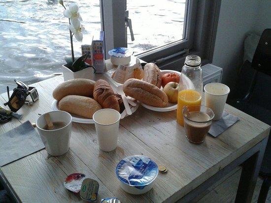 Houseboat Little Amstel: Breakfast time