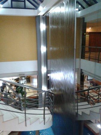 Crystal Palace Hotel : Desde el Salon comedor hacia la Recepción