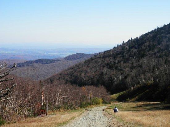 Jay Peak Resort: walking down Jay Mountain