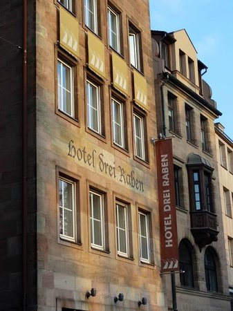 Hotel Drei Raben: Front View in the heart of Old Town Nuremberg