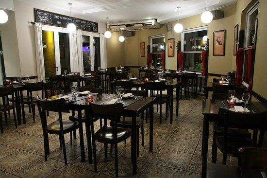 Impetu Bistro: Ameno salón para disfrutar distendido de la más rica comida, con atención personalizada.