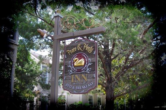 Peace and Plenty Inn : Sign