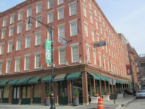 BEST WESTERN PLUS Seaport Inn Downtown : Front of hotel