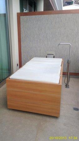 Aguas de Ibiza : Beautiful Bathtub on the Terrace of room 405