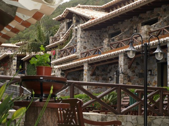Hotel Quinta Do Serrado: Part of hotel and grounds