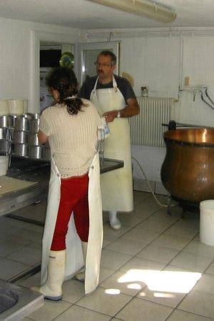 Chez Chantal et Dany : Atelier de fabrication artisanale du munster.