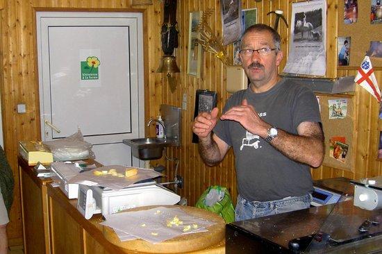 Chez Chantal et Dany : Petit magasin pour la dégustation et la vente directe des formages.