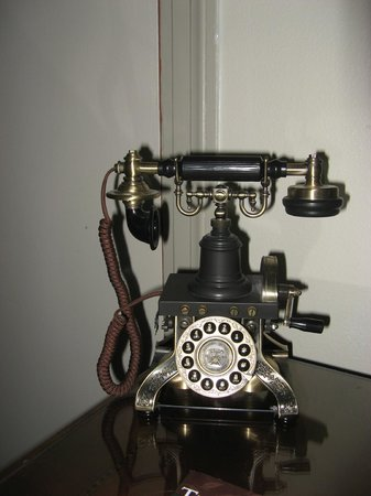 Columbia Gorge Hotel: functioning old phone in the room