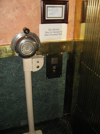 Columbia Gorge Hotel: elevator