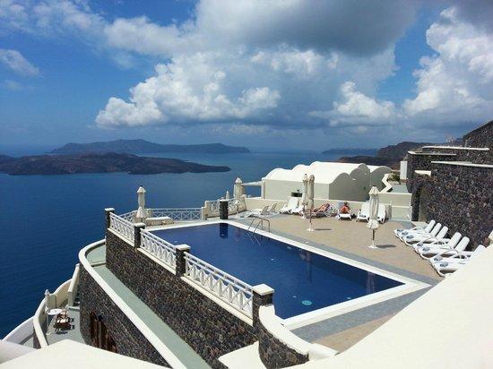 Petit Palace Suites Hotel : Pool area