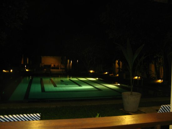 Jetwing Ayurveda Pavilions: nice garden and pool