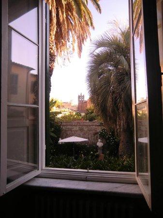 Villa Theresa Bed & Breakfast : Blick aus dem Zimmer in den Garten