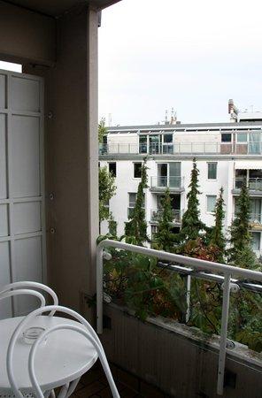 Derag Livinghotel Kaiser Franz Joseph: Blick nach links vom Balkon