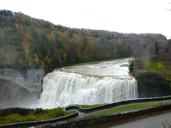 Letchworth State Park: Gorgeous Waterfall