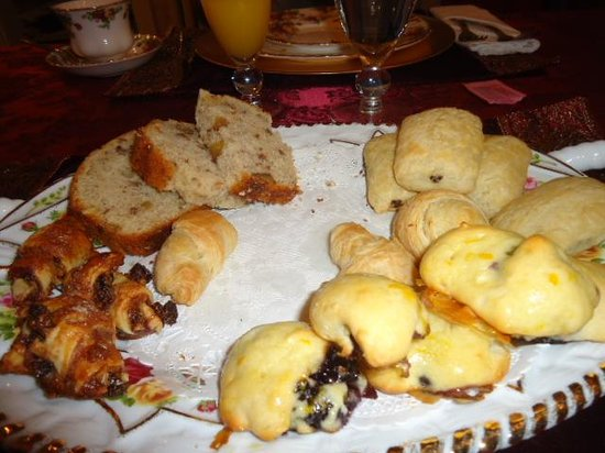 1862 Seasons On Main B&B : Home made morning pastries