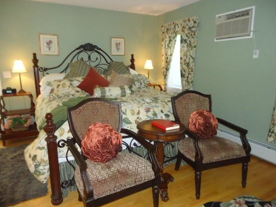 1862 Seasons On Main B&B : The Summer Room for our two nights