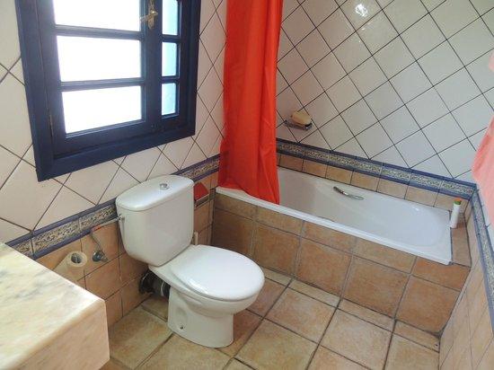 Mansion Nazaret: Bathroom